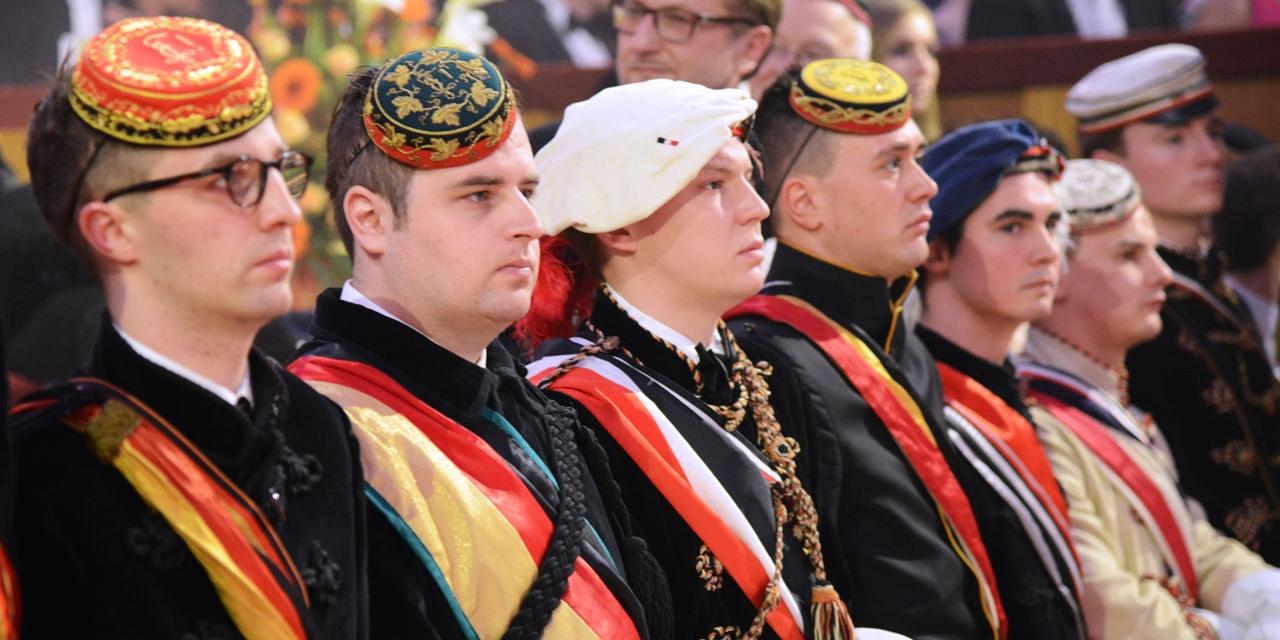 Burschaftler beim Akademikerball in der Wiener Hofburg
