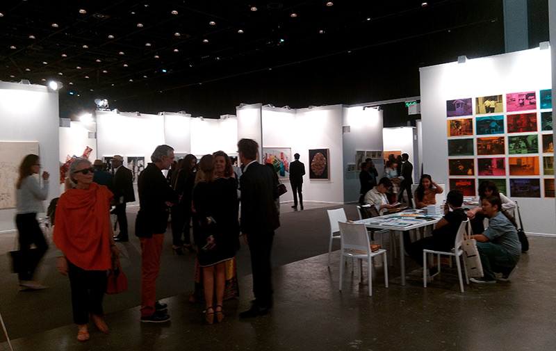 Kunstmesse in Dubai: Innenaufnahme der Ausstellungsräume