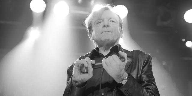 Mark E Smith bei einem Konzert mit The Fall