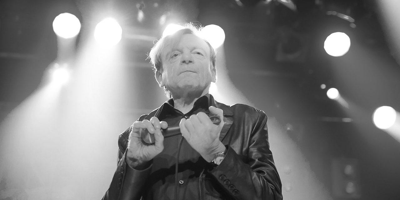 Mark E Smith bei einem Konzert mit The Fall