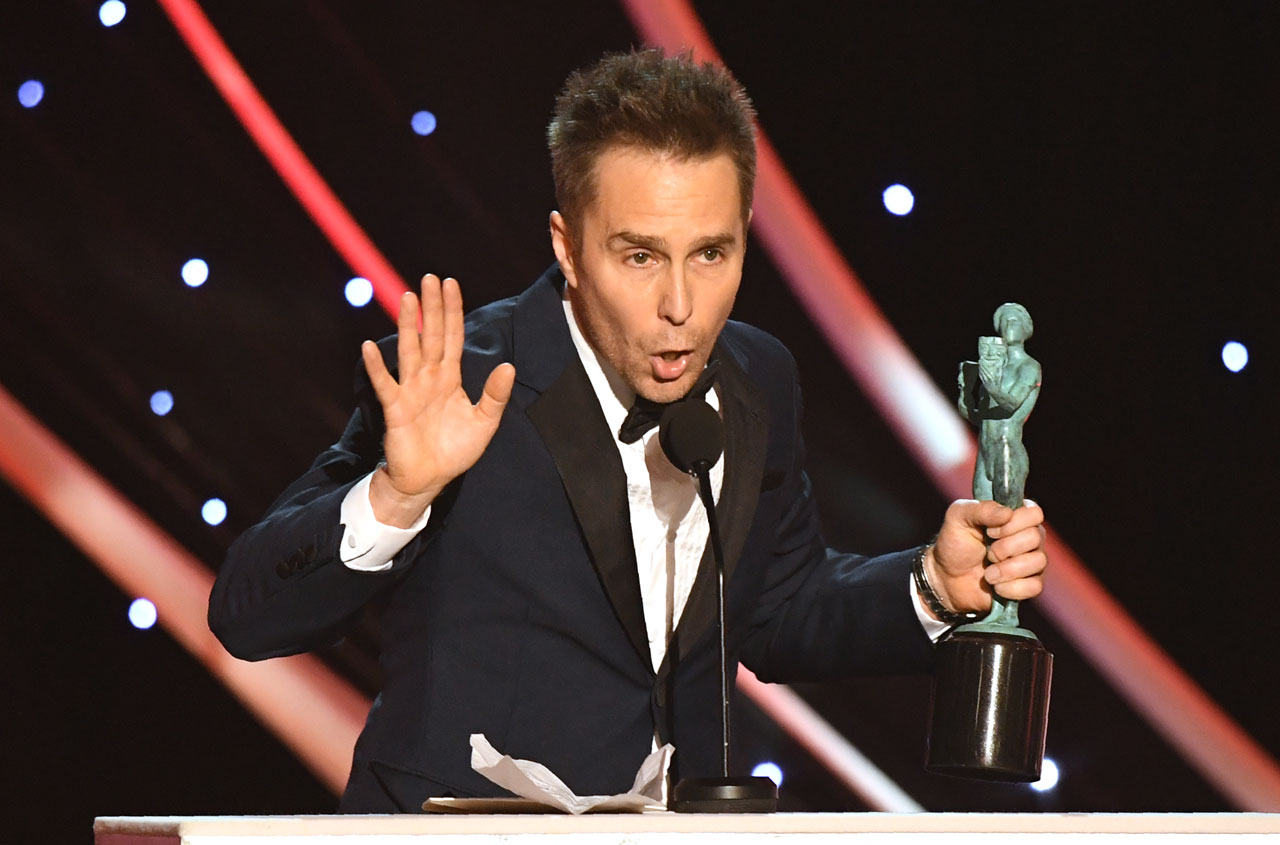 Sam Rockwell mit Statue in der Hand bei Preisverleihung zu Annual Screen Actors Guild Awards