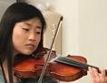Medizinstudentin spielt Geige