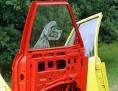 Kunstinstallation mit Autotüren