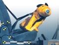 ein mit Spezialgeschirr gesicherter gelber Hundedummy im Crashtest
