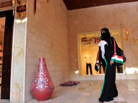 Saudi-Arabien: Scheich stellt  Abaja-Pflicht in Frage – religion.ORF.at