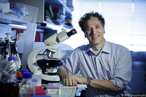 Josef Penninger im Labor