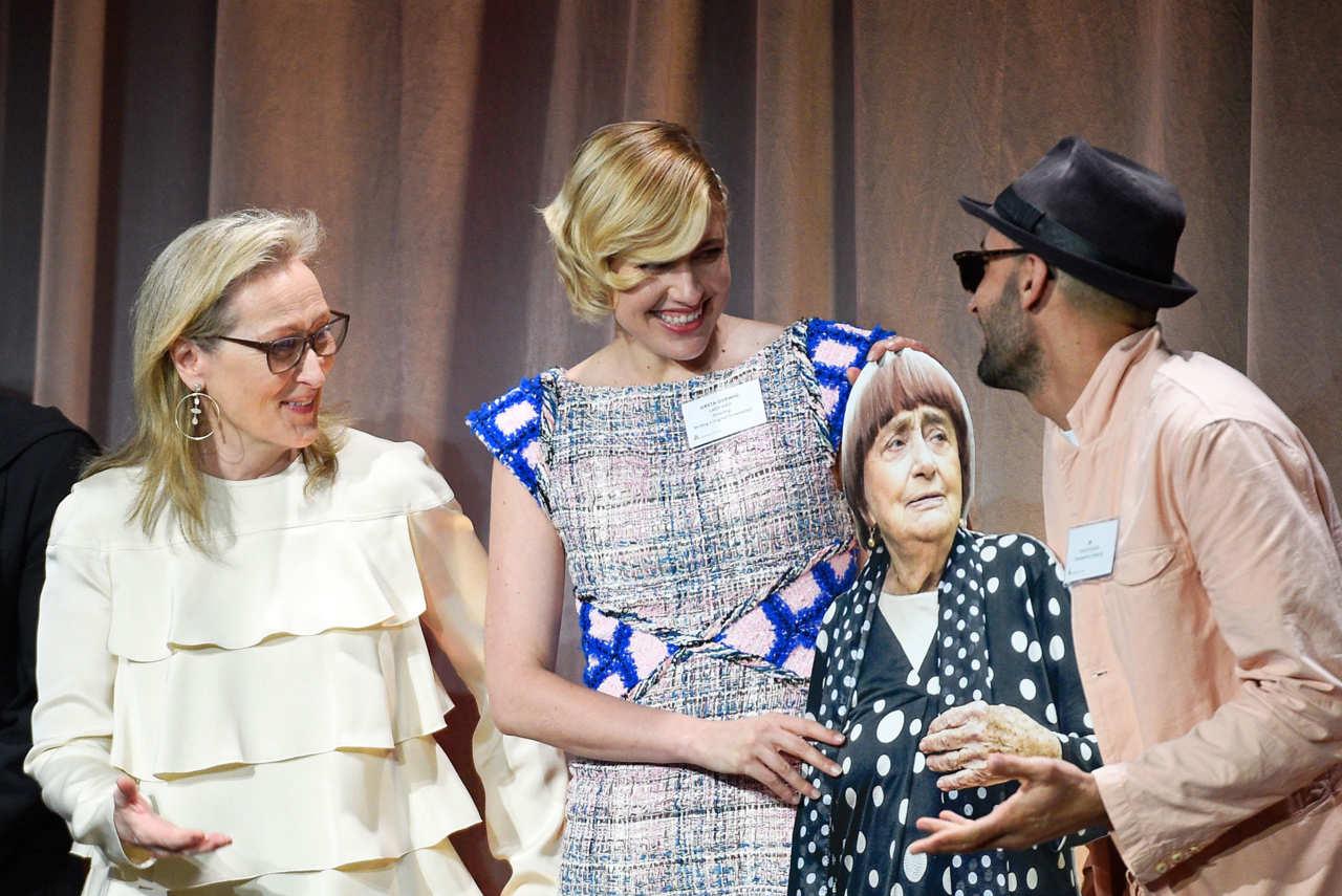 Meryl Streep. Greta Gerwig und JR mit pappaufsteller von agnes varda