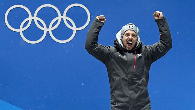 Marcel Hirscher jubelt im Rahmen der Siegerehrung der Alpinen Kombination der Herren in Pyeongchang.