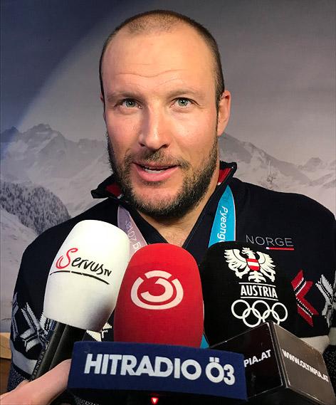 Aksel Lund Svindal vor dem Ö3-Mikrofon
