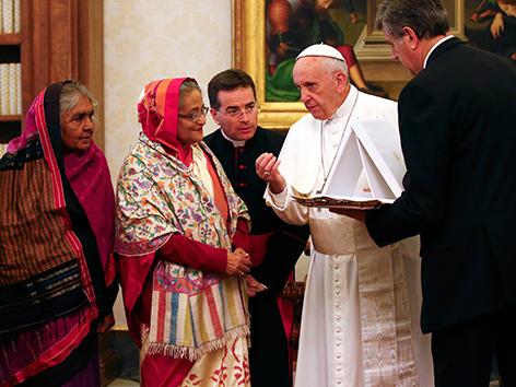 Papst Franziskus mit der Premierministerin von Bangladesch, Scheich Hasina.