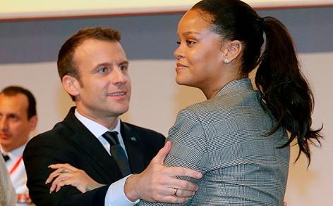 Rihanna zusammen mit Frankreichs Staatspräsidenten Emanuel Macron