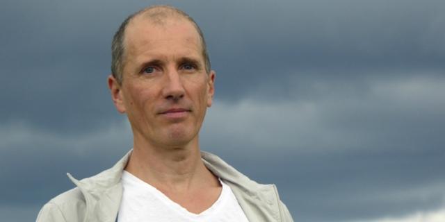 Portraitfoto Autor Hans Platzgumer
