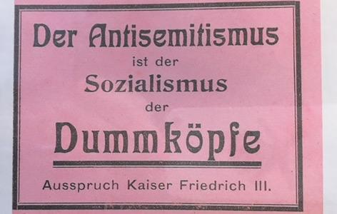 """Anti-Antisemtischer Aufkleber auf dem steht """"Antisemitismus ist der Sozialismus der Dummköpfe"""""""