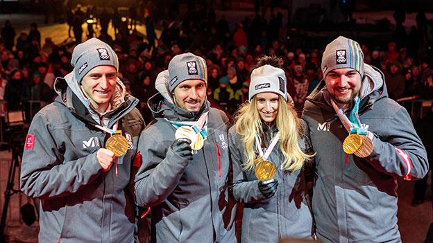 Matthias Mayer, Marcel Hirscher, Anna Gasser, David Gleirscher während der ÖOC-Medaillenfeier in Salzburg.