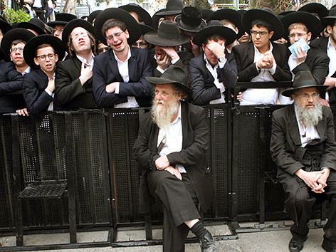 Israel: Zehntausende bei Begräbnis von Rabbi religion.ORF.at