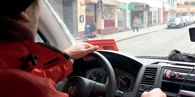 Fahrer im Kältebus
