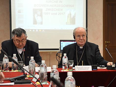 Kardinäle Vinko Puljic und Christoph Schönborn bei der Vollversammlung der Bischofskonferenz in Sarajewo