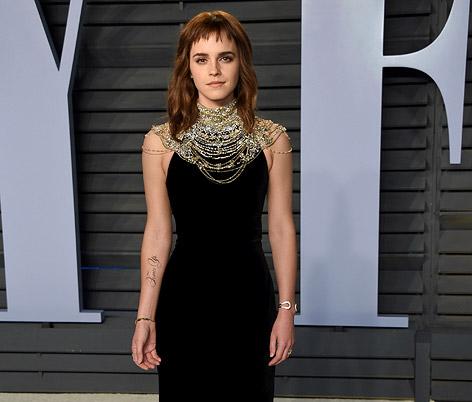Emma Watson mit tätowiertem Unterarm.