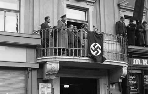 Heinrich Himmler am Rathausbalkon