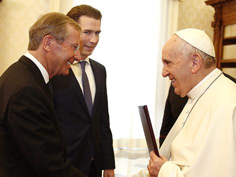 Bundeskanzler Sebastian Kurz (ÖVP) und der Salzburger Landeshauptmann Wilfried Haslauer (ÖVP) bei Papst Franziskus