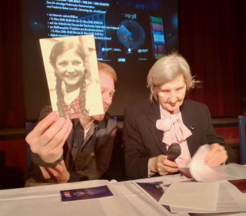 Friederika Richter erzählt bei der Pressekonferenz ihre Erinnerungen an den Anschlusstag