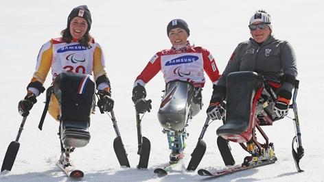 Claudia Lösch bei der Siegerehrung (Riesentorlauf, Paralympics)