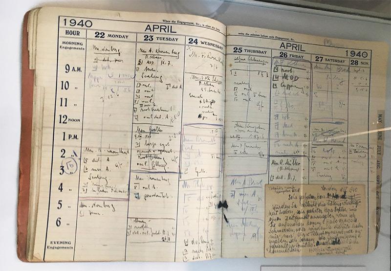 """Patientenbuch aus der Ausstellung """"Die Wiener Medizinische Fakultät 1938-1945"""""""