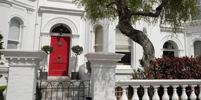 Kleines Haus in Weiß in London