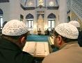 """Gebet in der Sehitlik-Moschee am Columbiadamm in Berlin am """"Tag der offenen Moschee"""""""