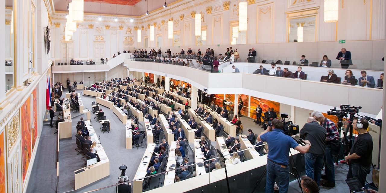 Blick in den Plenarsaal während der Budgetrede des Finanzministers Hartwig Löger (ÖVP) im Rahmen einer Sitzung des Nationalrates im Parlament in Wien am Mittwoch, 21. März 2018.