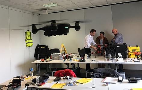 verschiedene Drohnenmodell im ÖAMTC-Kurs