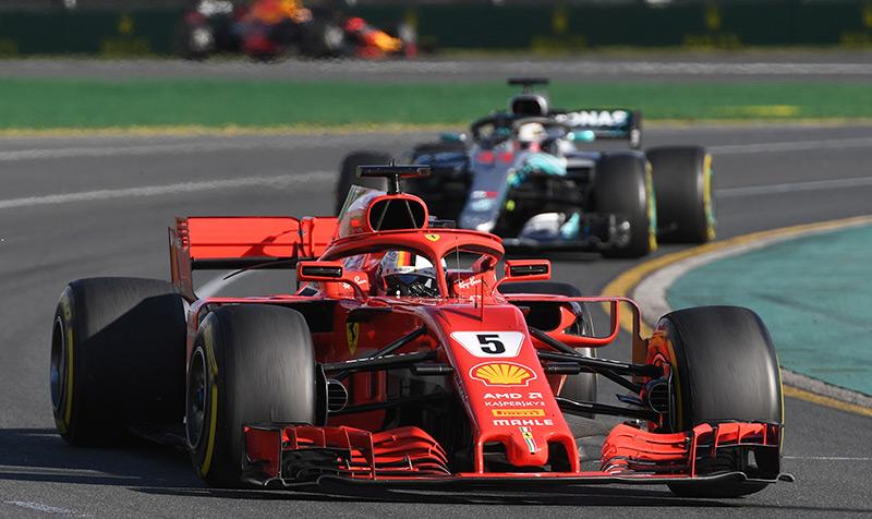Sebastian Vettel und Lewis Hamilton in ihren Boliden