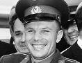 Juri Gagarin in Uniform, lächlend und winkend