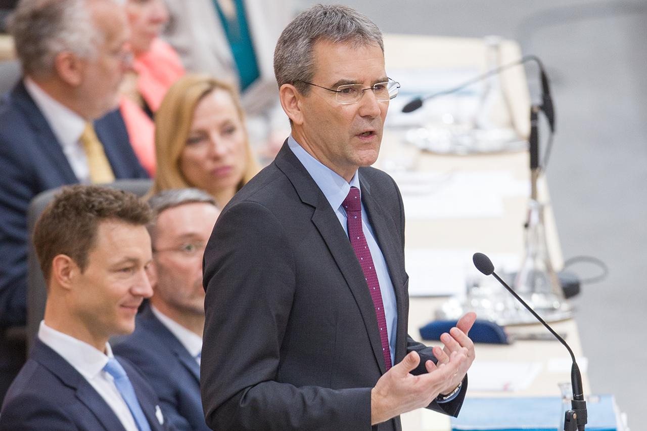 Finanzminister Hartwig Löger (ÖVP) während der Budgetrede im Rahmen einer Sitzung des Nationalrates im Parlament in Wien am Mittwoch, 21. März 2018.