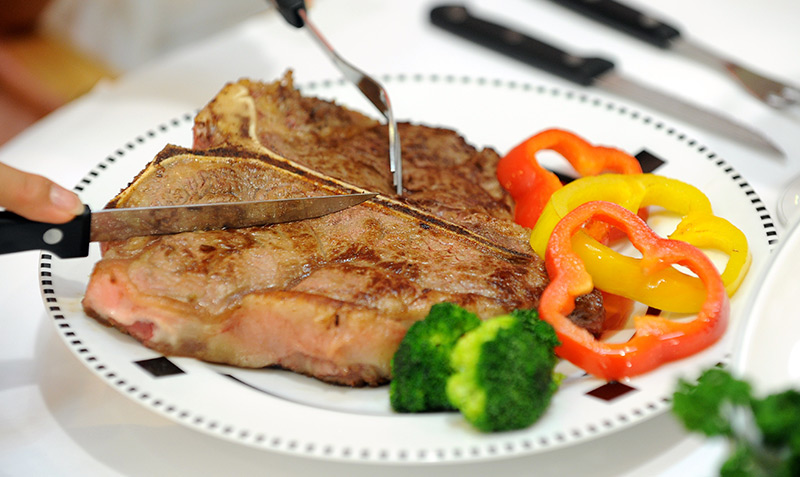 T-Bone-Steak auf dem Teller