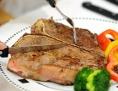 T-Bone-Steak auf dem Teller