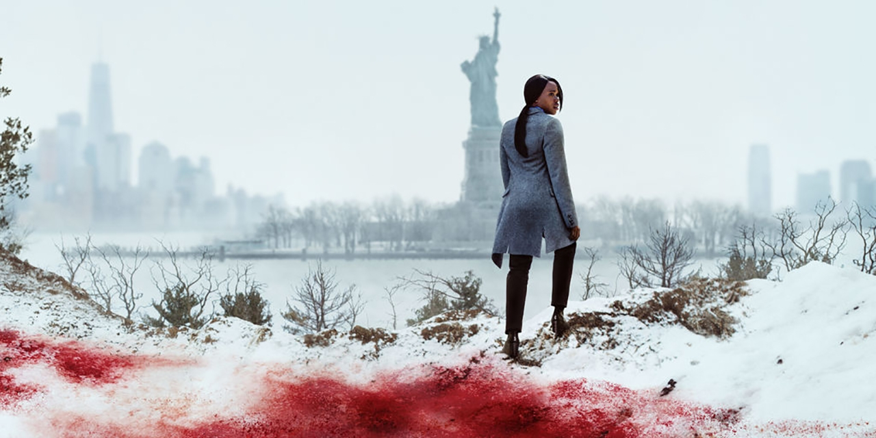 Frau im blutgefärbten Schnee vor Freiheitsstatue