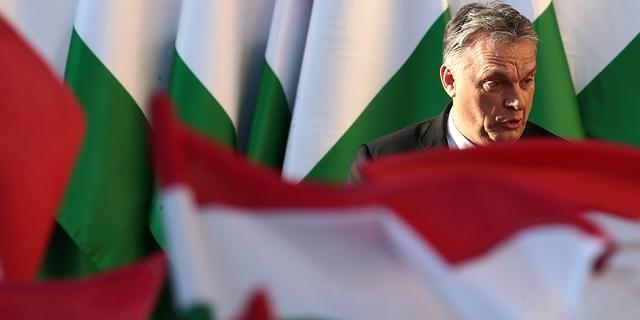 Ungarische Flaggen