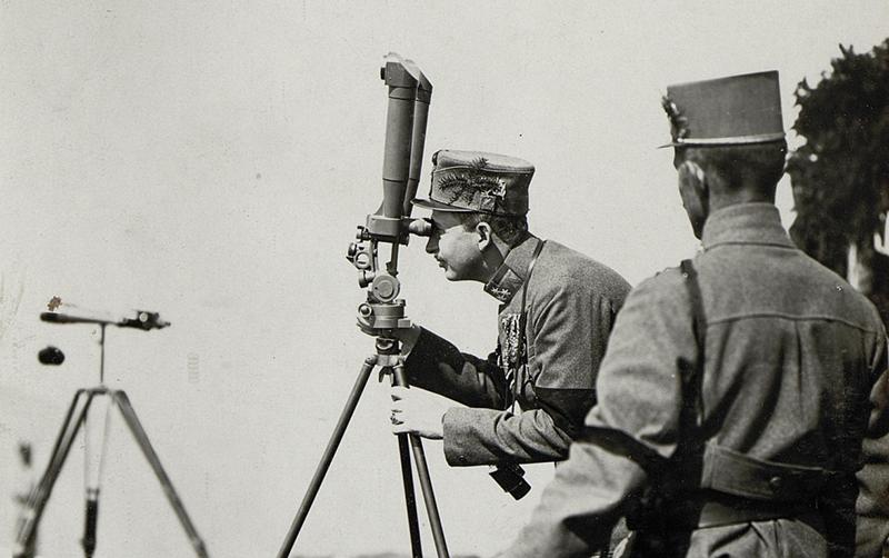 Kaiser Karl am Feldstecher