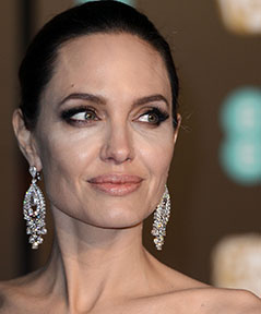 Angelina Jolie lacht