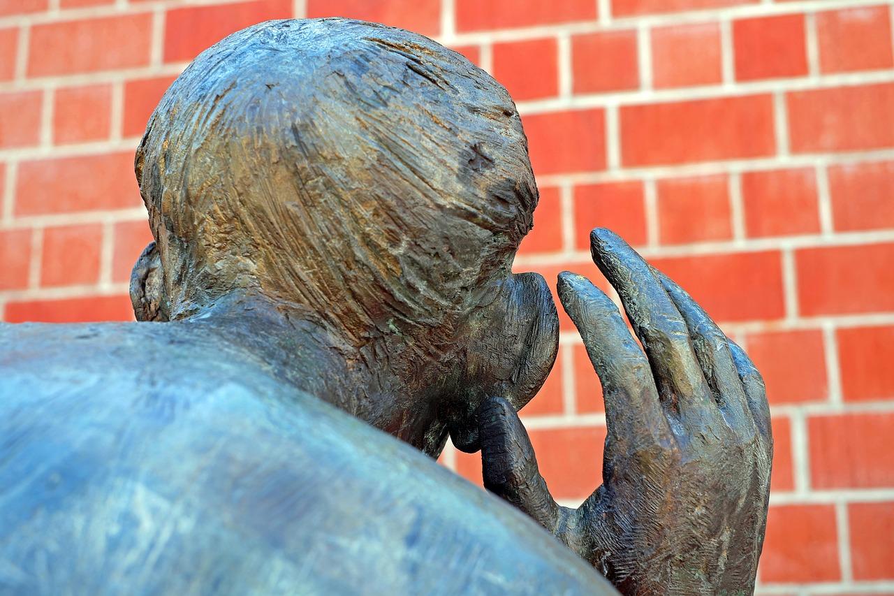 Skulptur Abhören