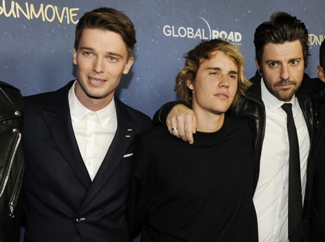 """Justin Bieber und Patrick Schwarzenegger bei Filmpremiere von """"Midnight Sun"""" bei ArcLight"""