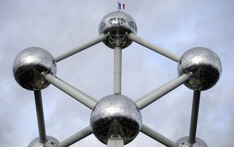 Nach den Terroranschlägen im November 2015 wehte auf dem Atomium eine französische Flagge