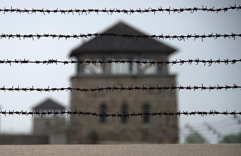 Stacheldraht vor dem ehemaligen KZ Mauthausen