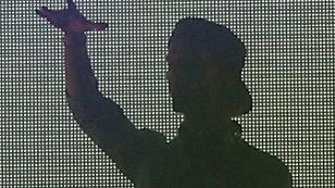 Avicii live auf der Bühne als Schatten in der Wiener Krieau