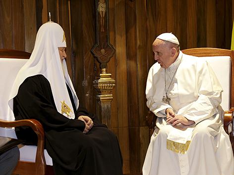 Papst Franziskus und Patriarch Kyrill I. bei einem Treffen am 12. Februar 2016 in Havanna/Kuba