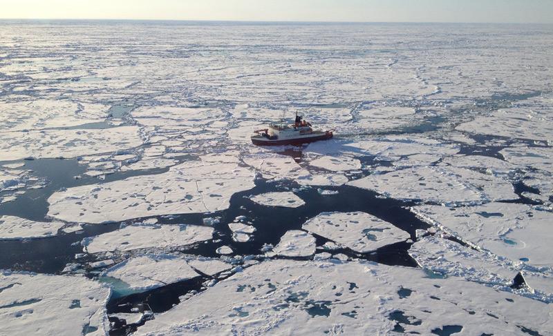 Forschungsschiff in der Arktis