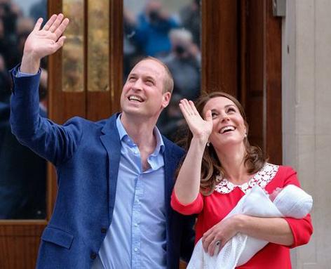 Kate und William zeigen ihr Baby