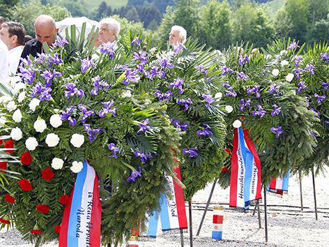 """Gedenkfeier anlässlich des 70. Jahrestags des """"Massakers von Bleiburg"""" am Loibacher Feld bei Bleiburg im Mai 2015"""