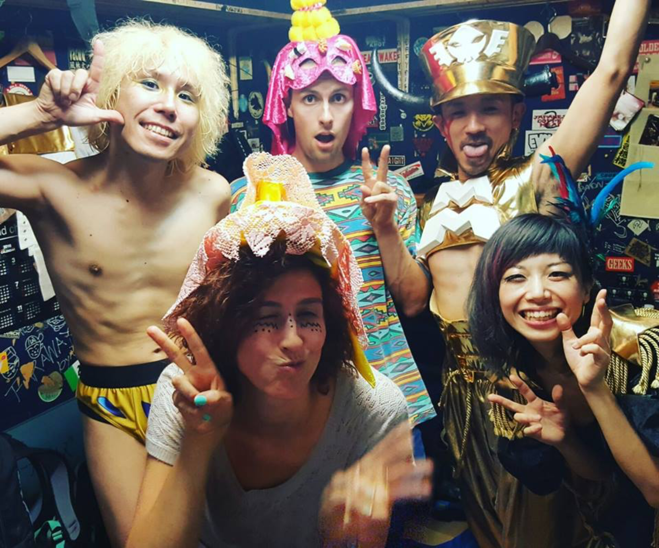 Kids N Cats backstage in Japan